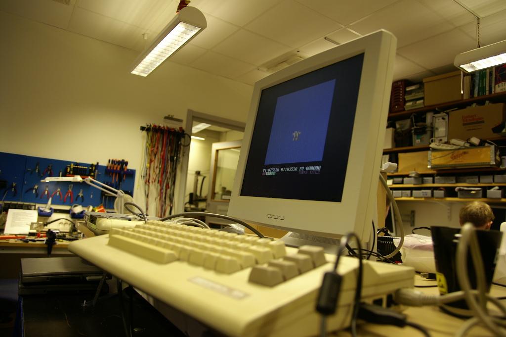 """På ETF har vi det senaste inom området """"datamaskiner"""". Här en Commodore 64."""